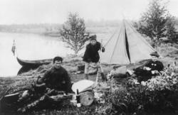 Ellisif Wessel i teltleir, Sør-Varanger, Finnmark, før 1900.