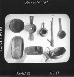 Eldre samiske tresaker, se Andre opplysninger.  Motivet har