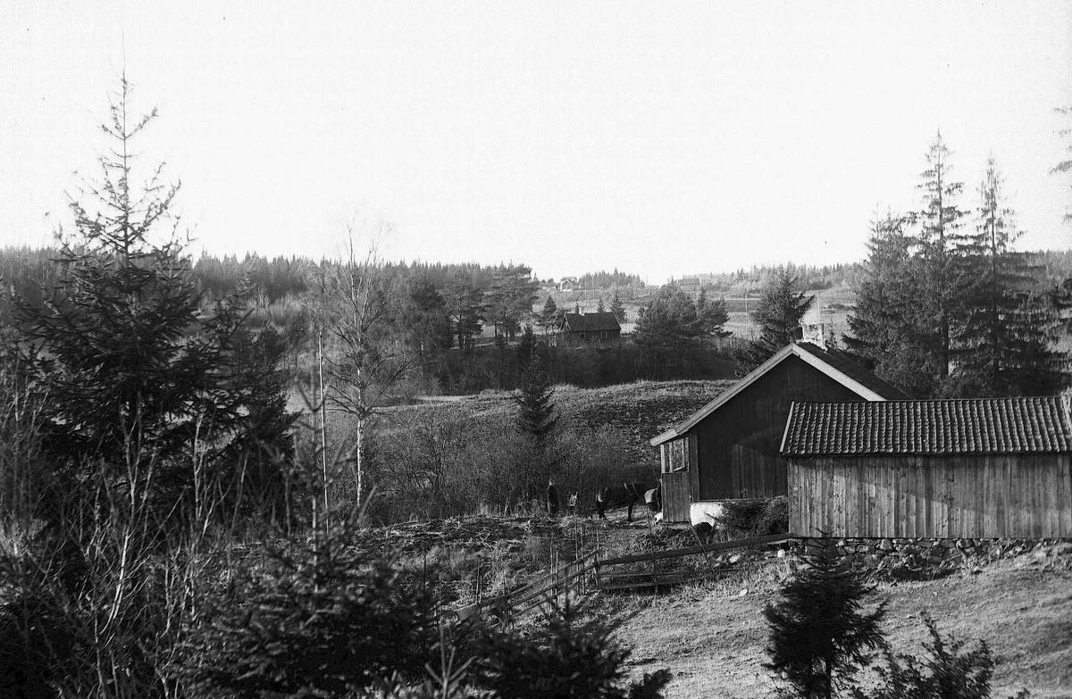 Landskap med bebyggelse - ukjent sted i Norge.