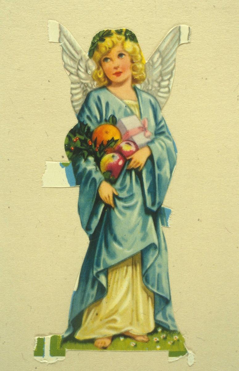 241f9abae423 Glansbilde der motivet er en engel i helfigur. Kledd i lang kjole med  lyseblå kappe