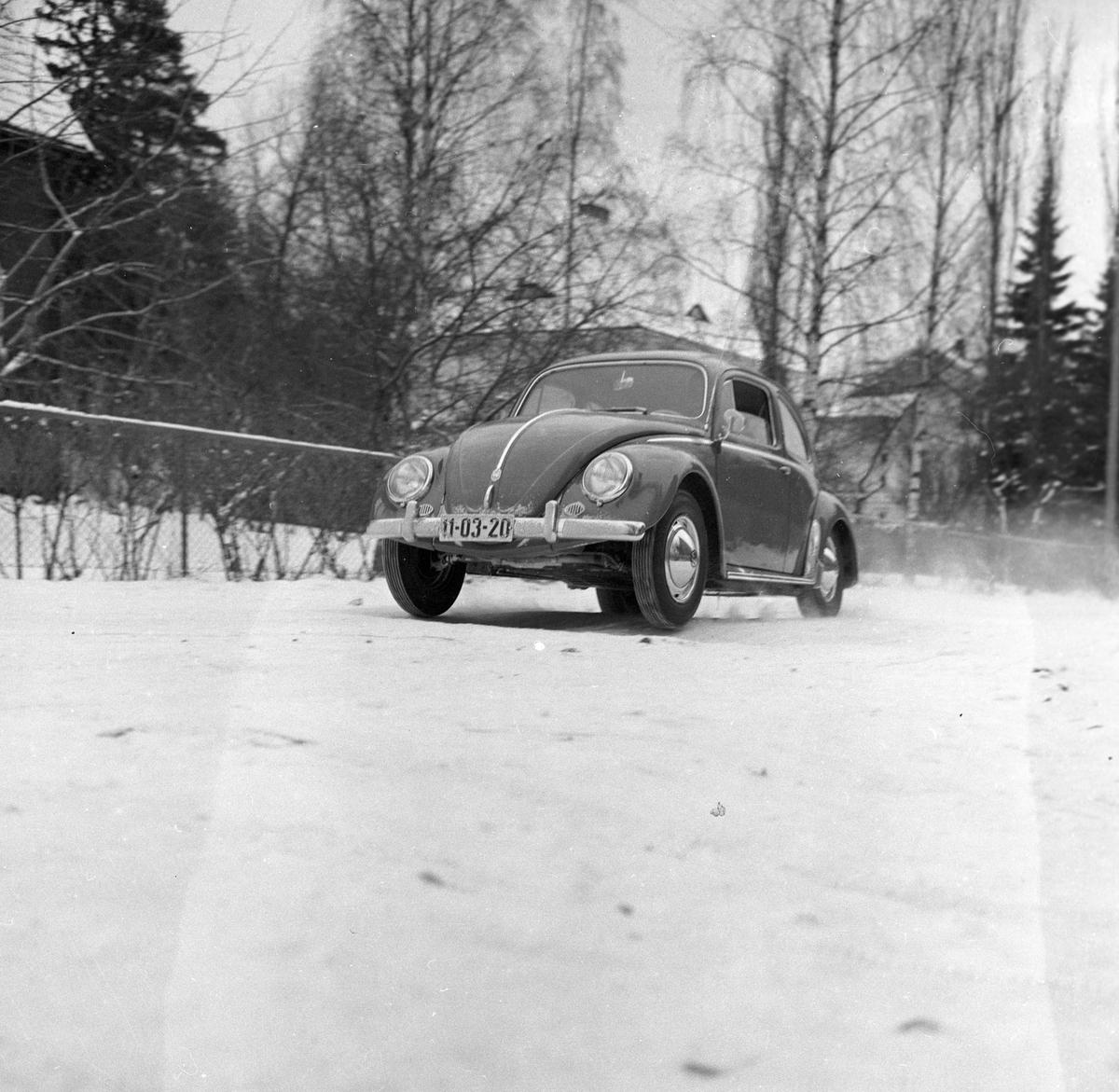 Testing av Volkswagen regnr.11-03-20. Fotografert 1958.