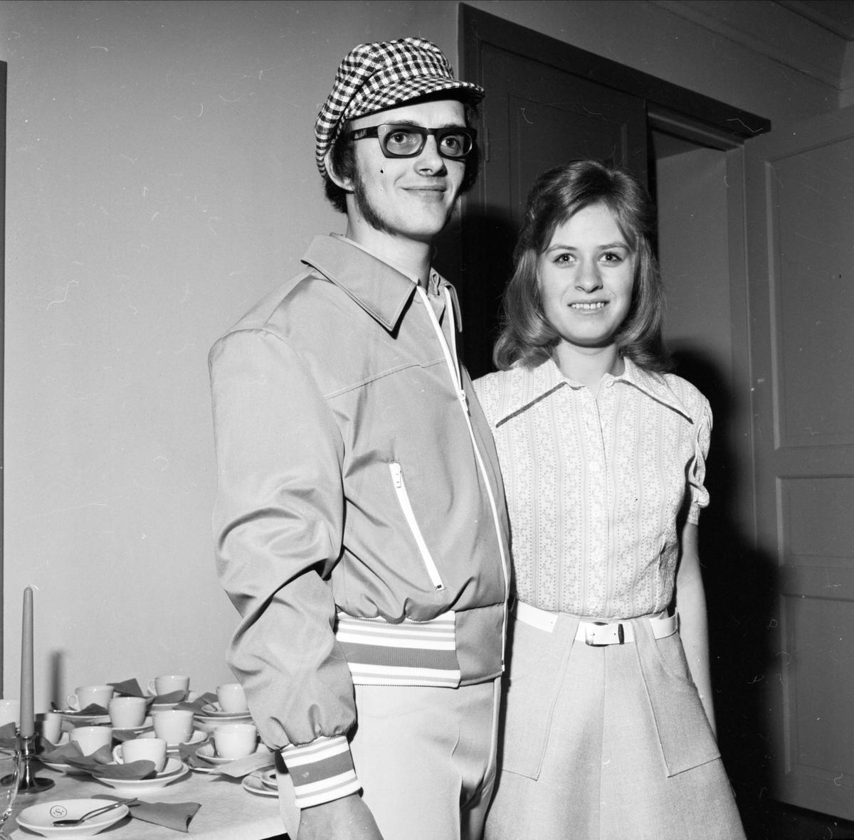 Modevisning i Söderfors, Uppland april 1973