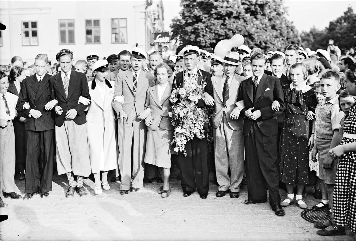 Studentfirande på Gamla torget och Östra Ågatan, Uppsala 1937