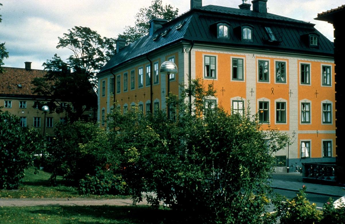 Oxenstiernska huset från Riddartorget, kvarteret S:t Erik, Uppsala augusti 1981