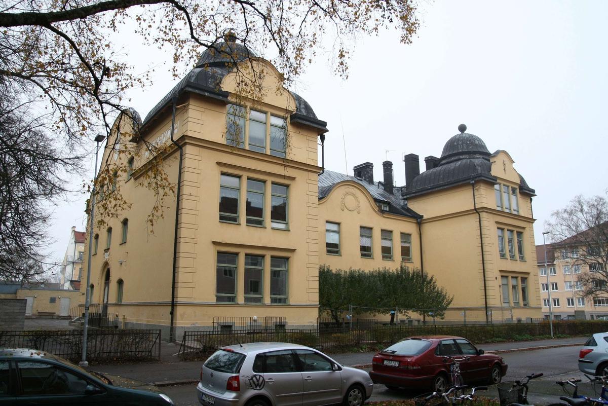 Sverkerskolan, fasad mot Tegnérgatan i söder, kvarteret Sverker, Uppsala 2008