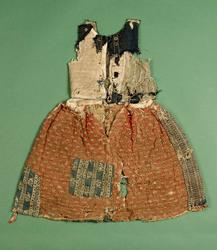 Livstyckskjol för flicka från gården Vargsättra, Riala socke