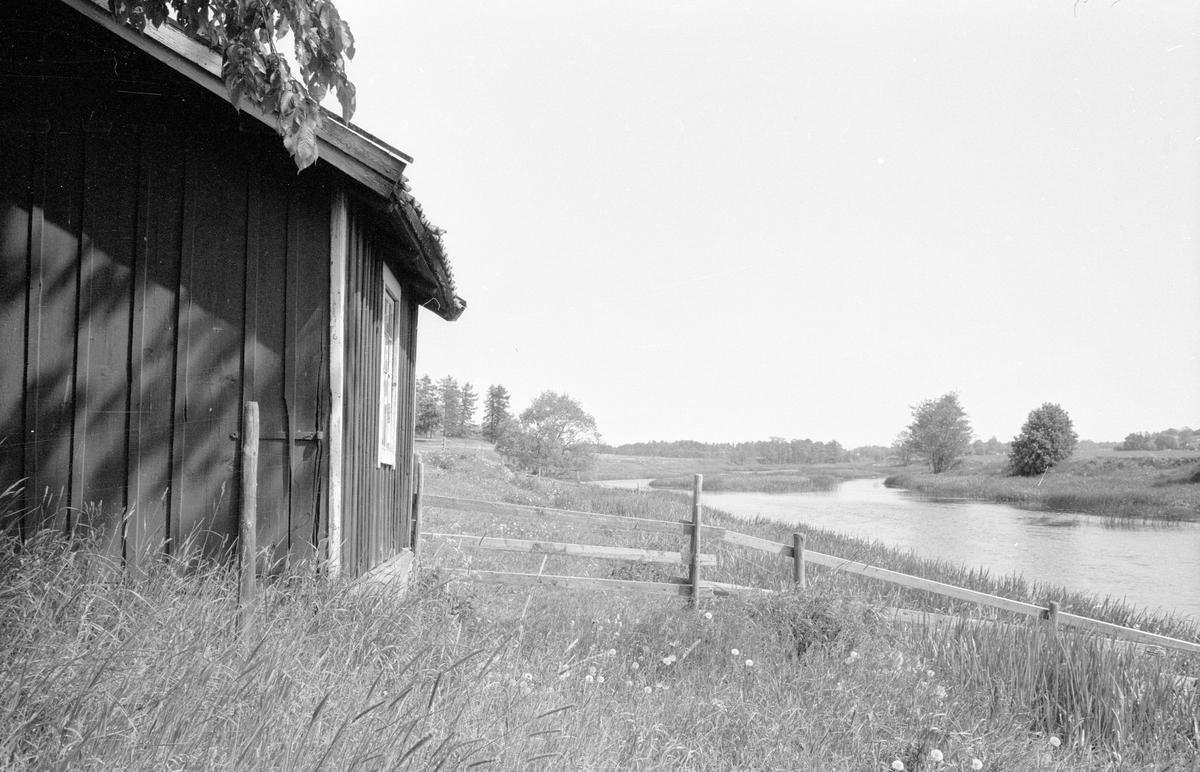 Tvättstugas läge vid sjön, Lilla Skärna, Fullerö 22:3, Gamla Uppsala socken, Uppland 1977