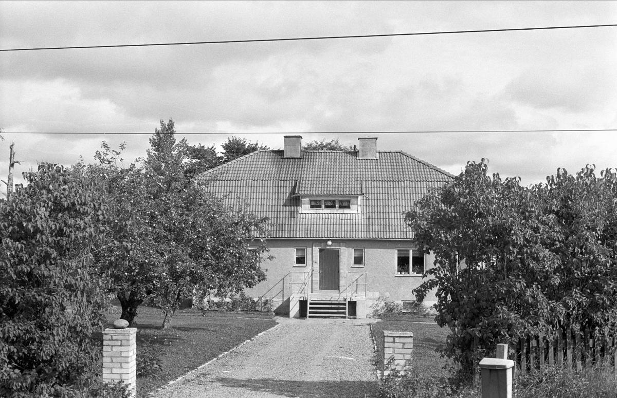 Bostadshus, Lill-Gåvsta, Gåvsta, Rasbo socken, Uppland 1982