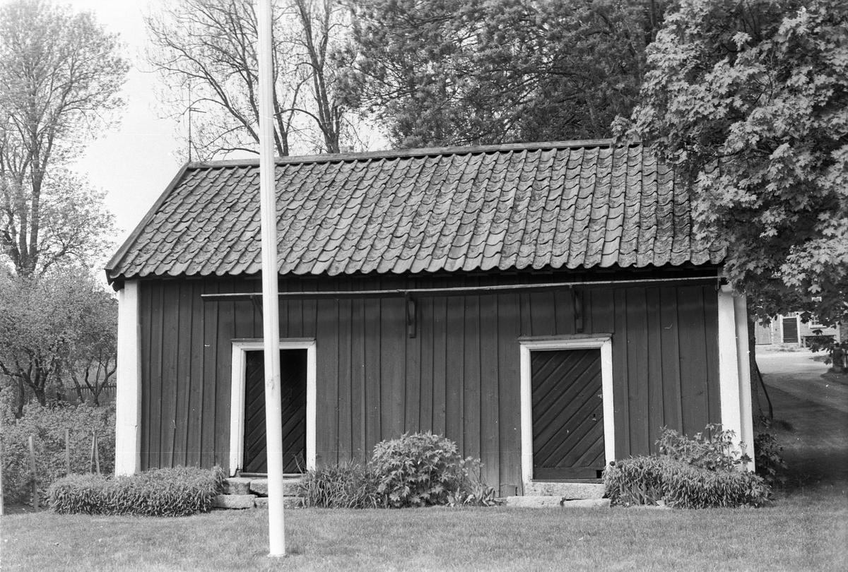 Redskapsbod, Kvarnbo gård, Kvarnbo, Läby socken, Uppland 1975