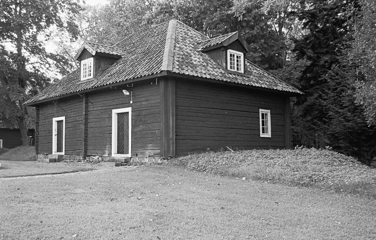 Flygelbyggnad uppförd i mitten av 1700-talet vid Strömsbergs herrgård, Strömsbergs bruk, Tolfta socken, Uppland 2000