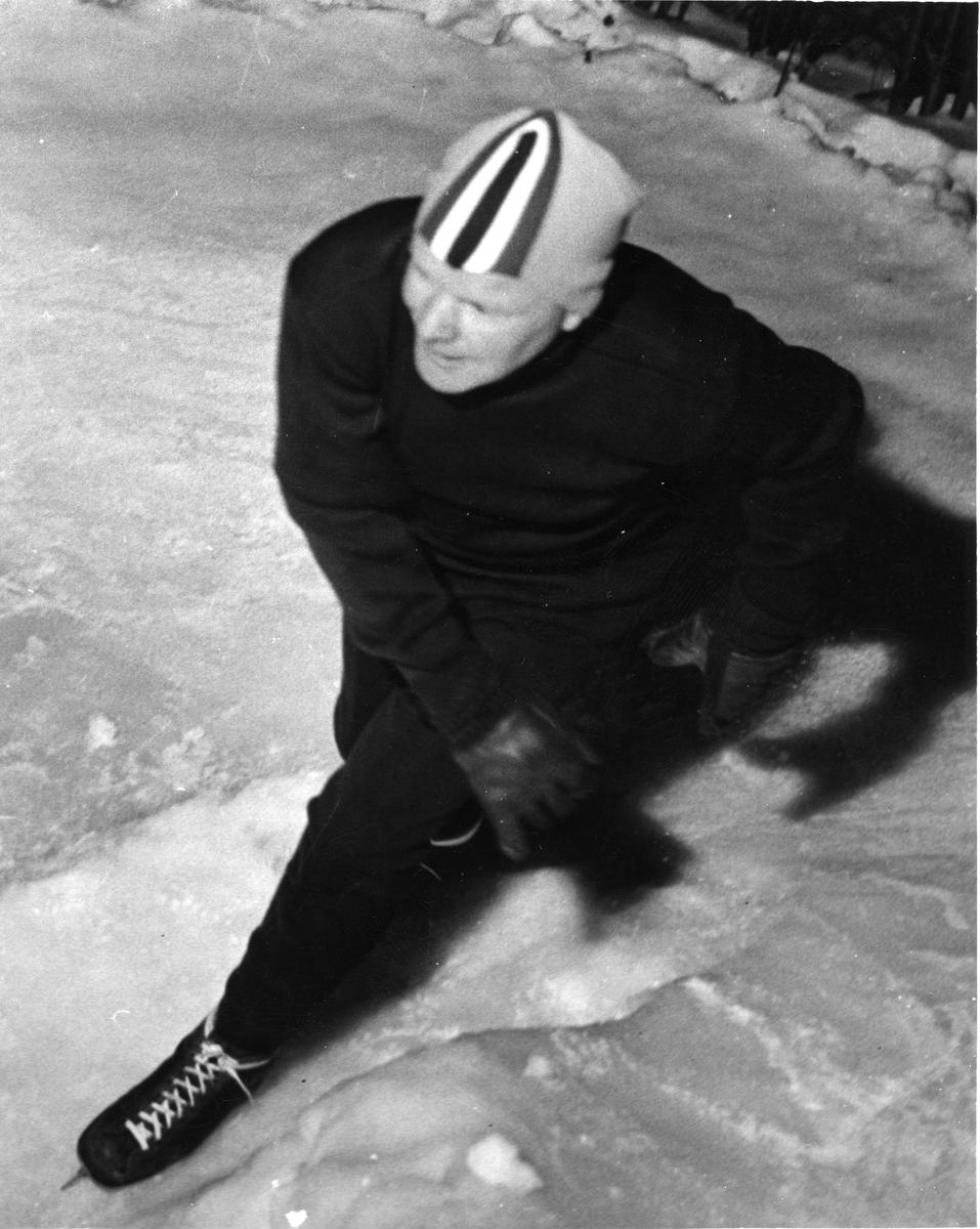 Sigmund Ruud på skøyter. Sigmund Ruud skating.