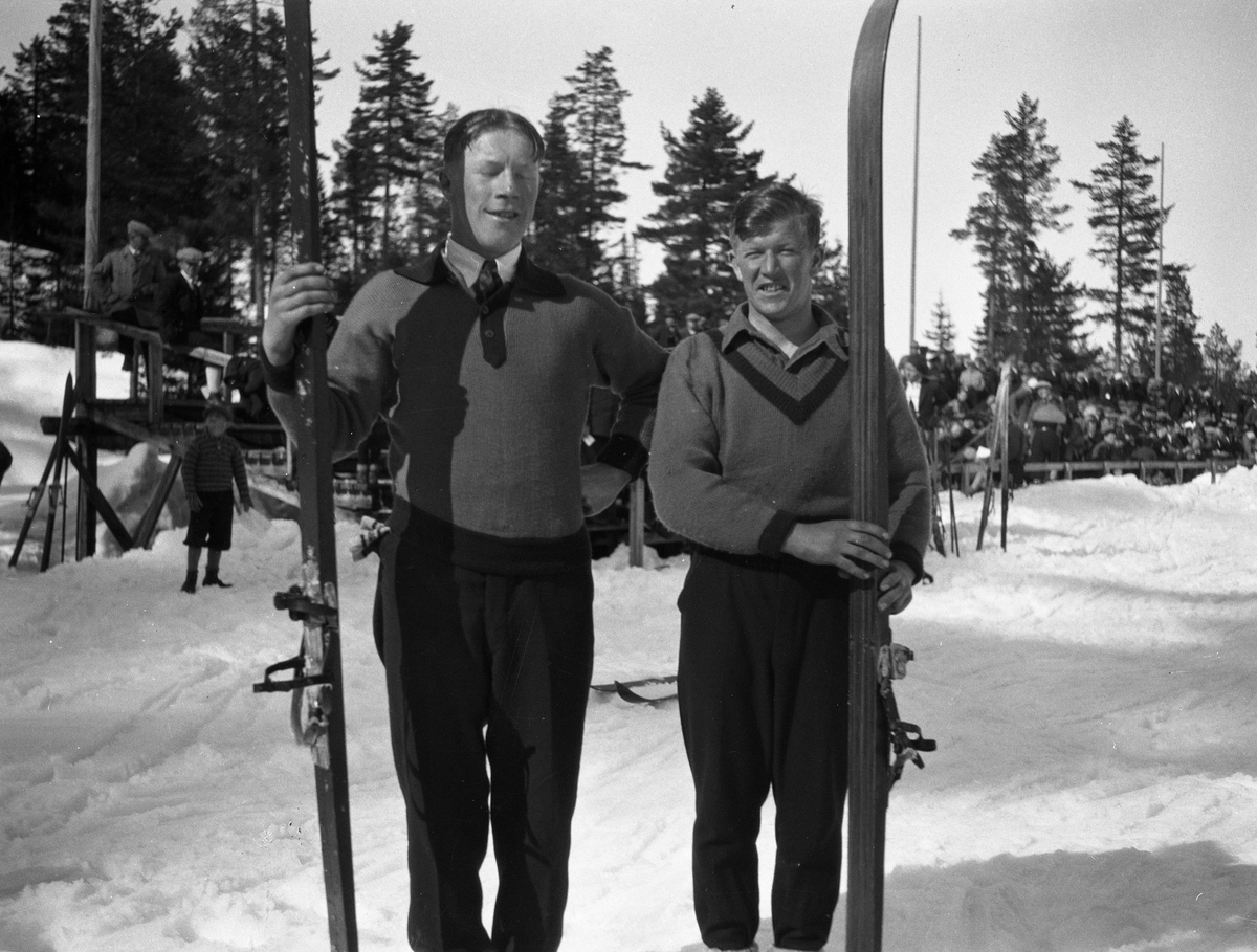 Hans Beck og Birger Ruud i Hannibalbakken 1931. KIF-skiers Hans Beck and Birger Ruud at the Hannibalbakken jumping hill 1931.
