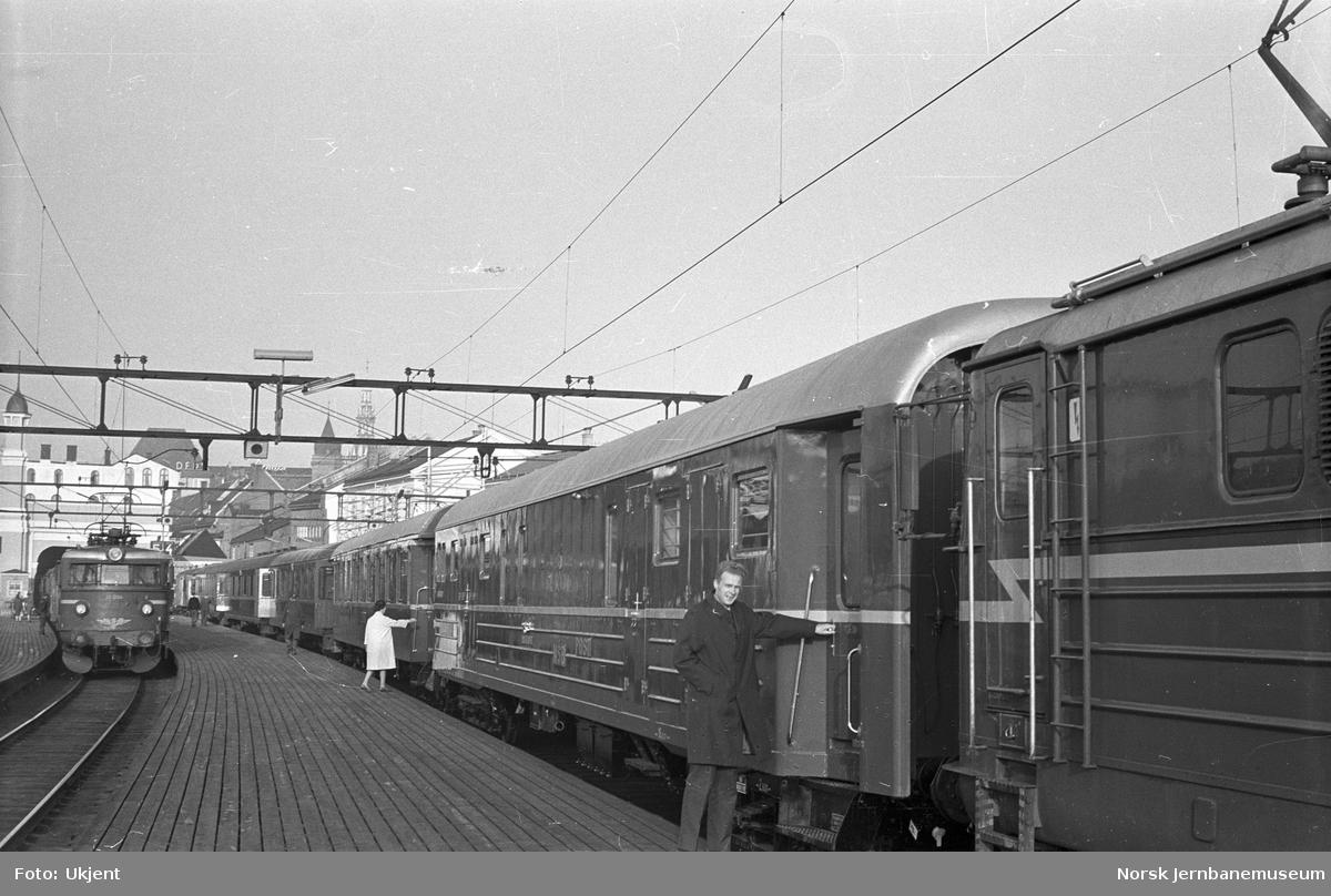 Ny post- og reisegodsvogn litra DFo-37 nr. 21318