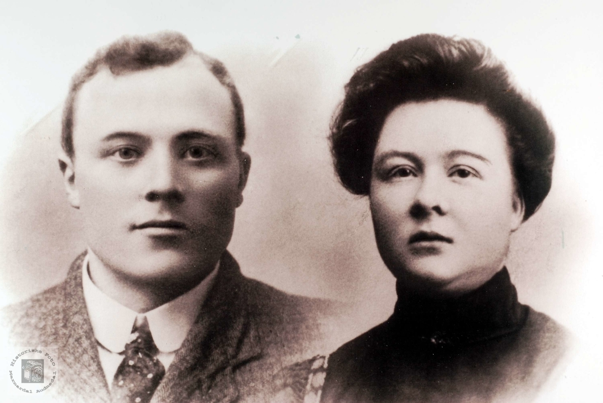 Portrett av ekteparet Ole og Kari Smedsland i Grindheim.