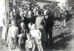 Gardsfolk samling på Håland i Grindheim.