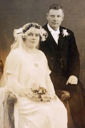 Brudebilde av Berte og Jens Øydna. Grindheim.