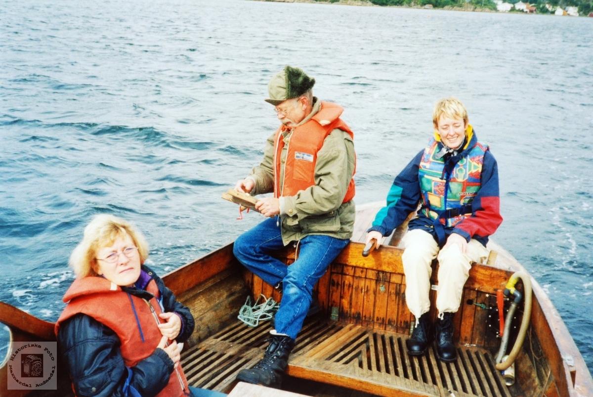 Familien Lian på fisketur. Audnedal.