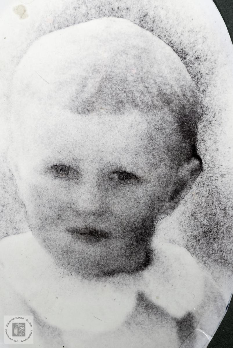 Barneportrett av Nils Otto Petersen. Grindheim Audnedal.