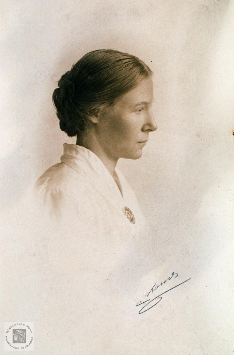 Portrett av Anna Seland. Grindheim Audnedal.