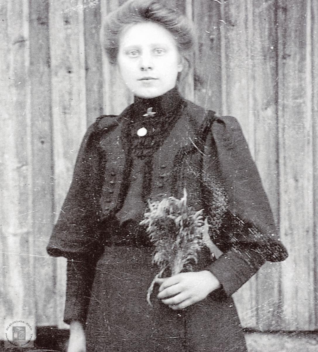 Portrett av Martine Høyland gift Strædet. Grindheim Audnedal.
