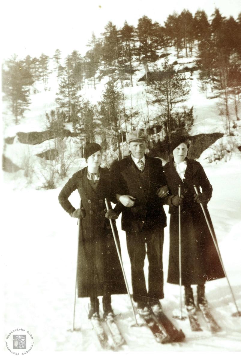 Ungdommer fra Grindheim på skitur. Audnedal.