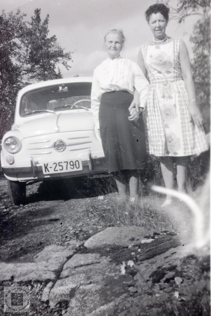På tur med tante i ny bil.