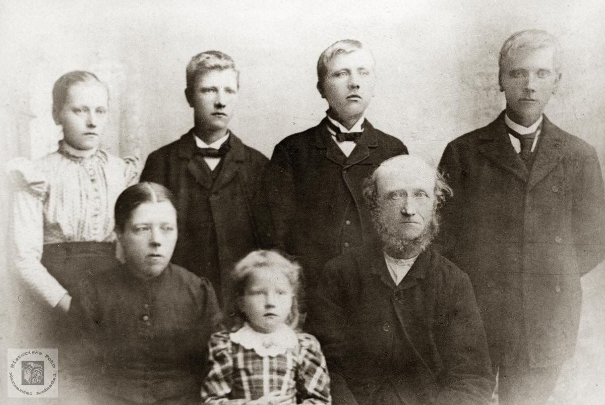 Familieportrett av familien Flottorp. Grindheim.