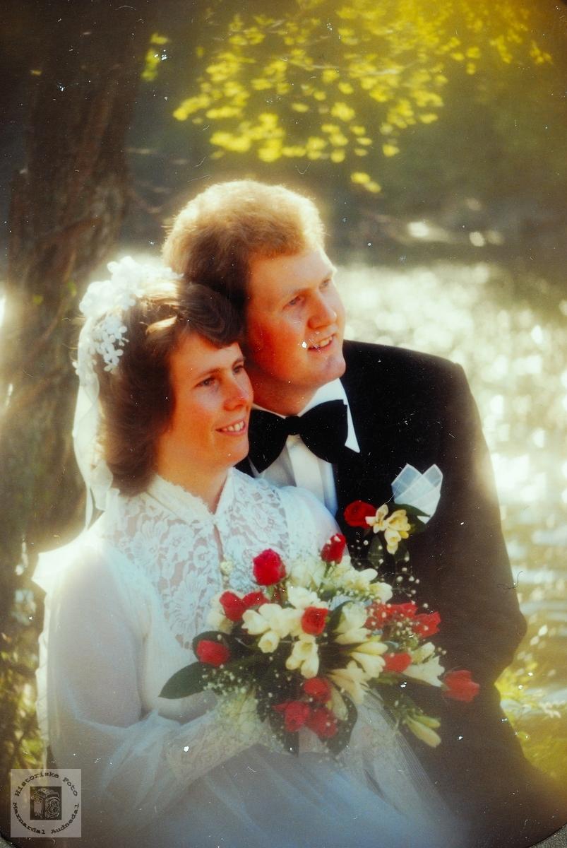 Brudepar med familie.