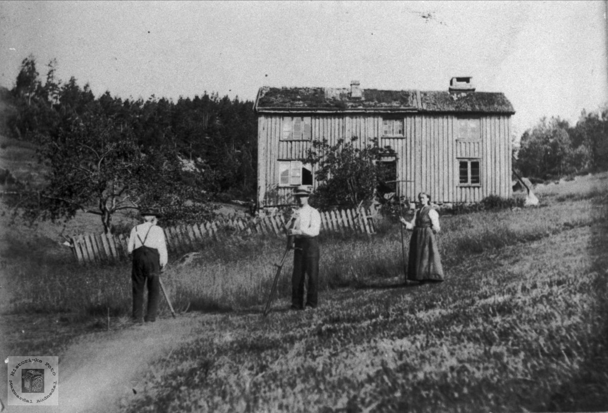 Garden Bjørnevollen Haugland i Bjelland under haustonn.
