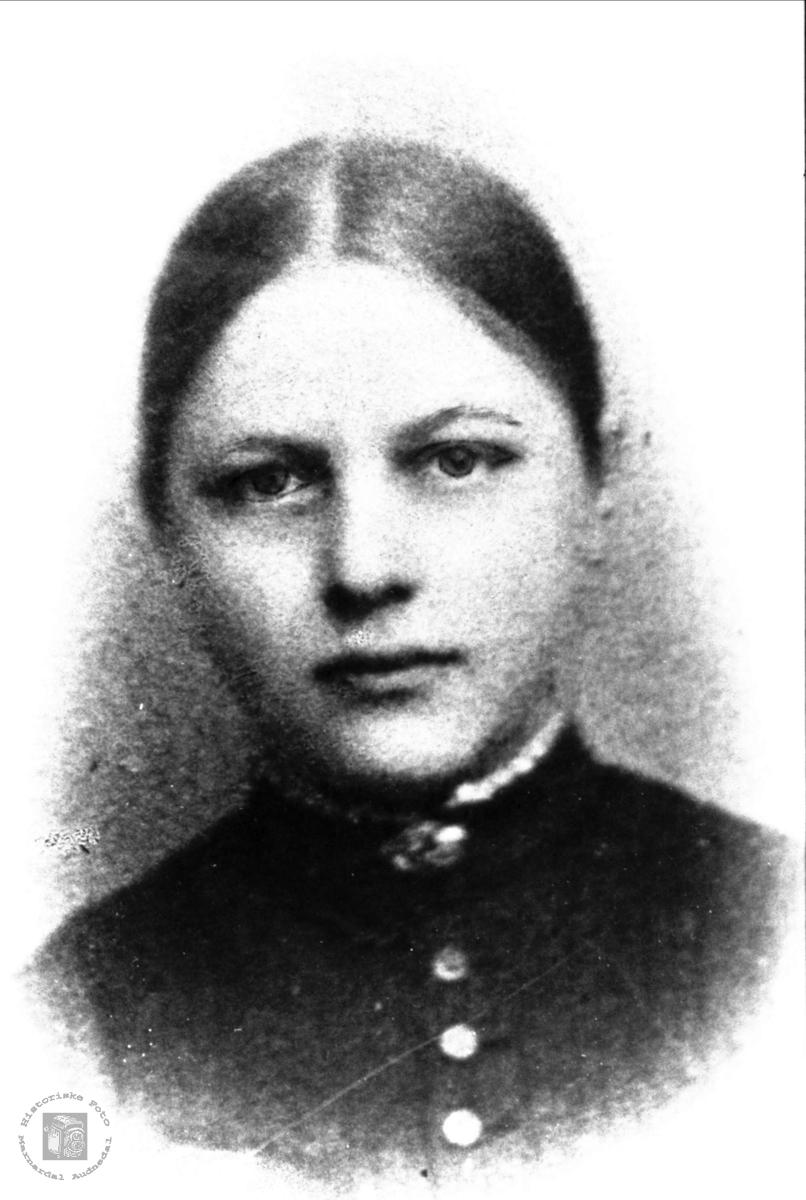 Portrett av Inger Langeland gift Flåt.