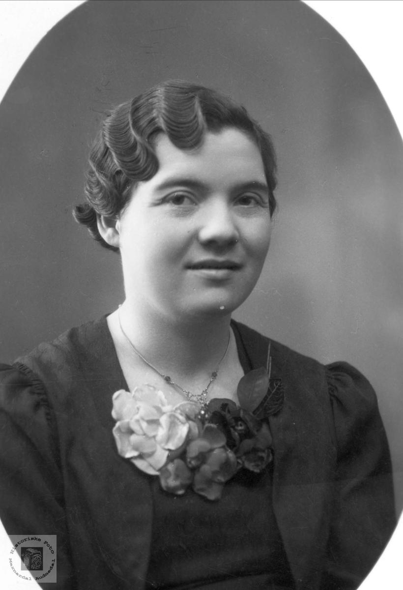 Portrett av Olga Ågedal, gamle Bjelland kommune.