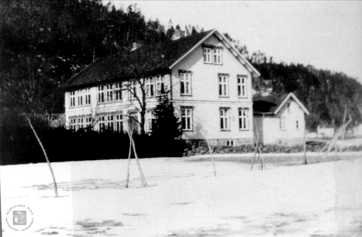 Det gamle kommunehus på Øyslebø.