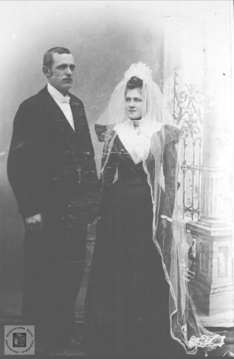 Brudeparet Lars Øyslebø og Anna Finsdal, Øyslebø.