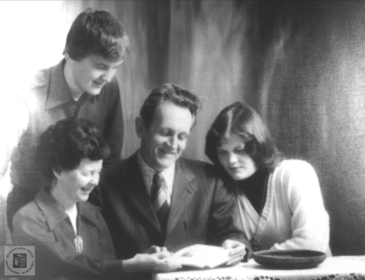 Familiebilde Tveit, Øyslebø.