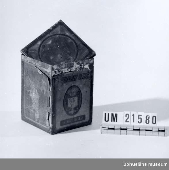 """594 Landskap BOHUSLÄN  Innehåll the. Märkt: """"Cylon the 1/4 kilo kr: 3.15. Göteborg Etablerad 1809  M.S.Kobbs Söner"""".  UMFF 33:6"""