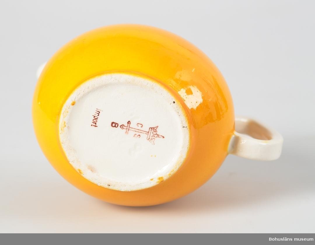 Samtidigt förvärvat: UM031750 - UM031831, UMFA5 samt en samling kannor för pedagogiskt bruk.