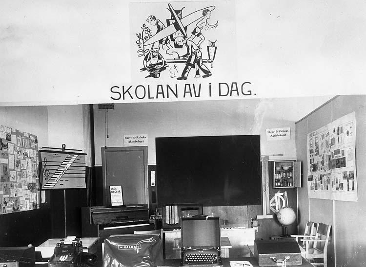 "Text på kortet: ""Skolan av i dag""."