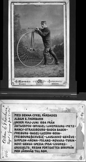 Alban E. Thorburn med höghjulig cykel i Genua