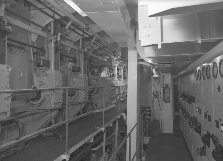 Interiör från fartyg 114 M/S Hjördis Thordén, maskiner.