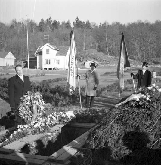 """Enligt notering: """"Paul Blomquists begravning 10/3 -59""""."""