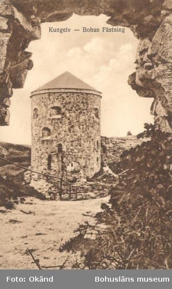 """Tryckt text på kortet: """"Kungelv - Bohus Fästning"""". """"Förlag P. G. Bergh, Kungelv""""."""
