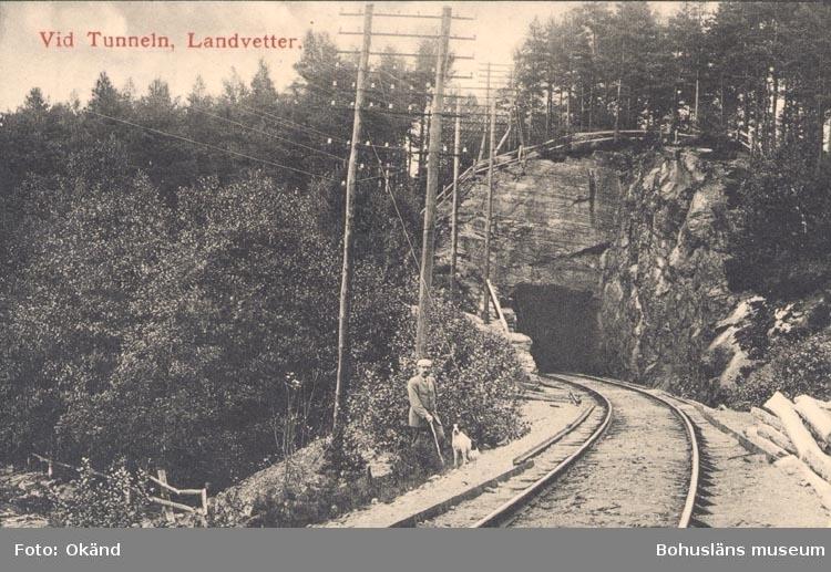 """Tryckt text på kortet: """"Vid Tunneln, Landvetter"""".     ::"""