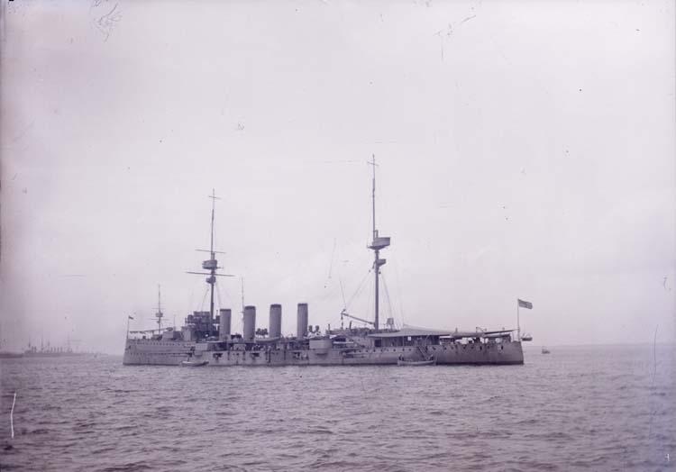 """Enligt text som medföljde bilden: """"Engelsk kryssare Skagen 14/7 08"""". ::"""