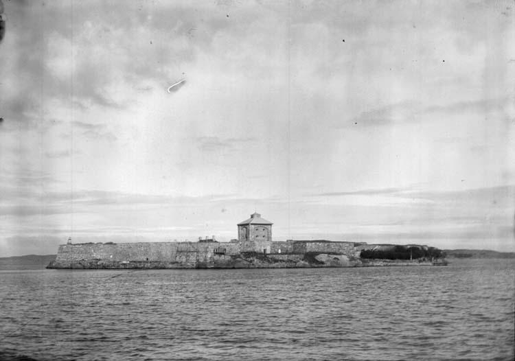 """Enligt text som medföljde bilden: """"Älfsborgs Fästning. Sept. 05."""" ::"""