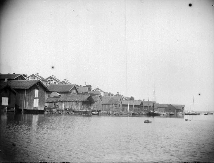 """Enligt text som medföljde bilden: """"Fiskebäckskil. Hamnen 16/7 1899."""" ::"""