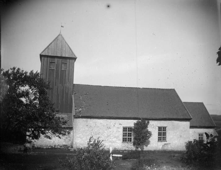 """Enligt text som medföljde bilden: """"Bokenäs, Bokenäs kyrka exteriör 1898""""."""