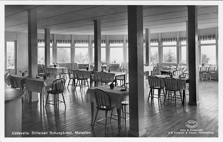 """Vykort. """"Uddevalla, Stiftelsen Bohusgården. Matsalen."""""""