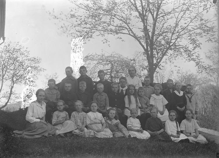 """Enligt fotografens noteringar: """"Sigrid Johanssons klass. Foss."""""""