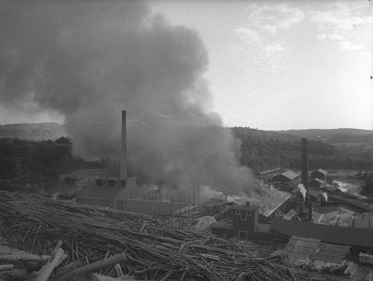 """Enligt fotografens noteringar: """"Eldsvåda i Munkedal troligen omkring år 1911?"""""""