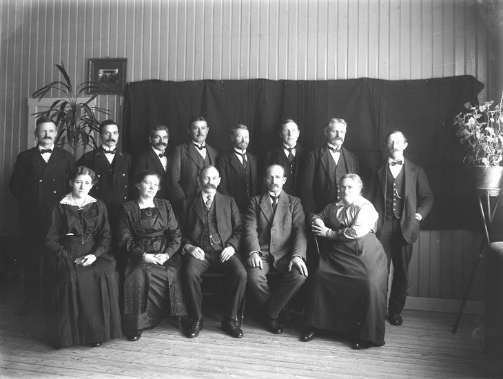 """Enligt fotografens noteringar: """"Föreståndare Danielsson Kamstorp .....omkring år 1914."""""""